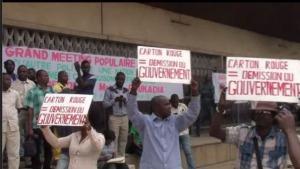 Membres du Cercle des Démocrates et Républicain du Congo demandant la demission du Gouvernement en 2013